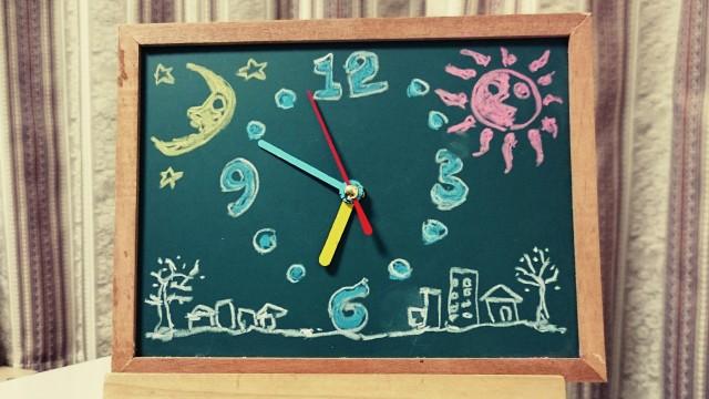 親子ワークショップ「時計を分解して、自分だけの黒板時計を作ろう!」